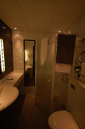 Nordic Light Hotel: washroom
