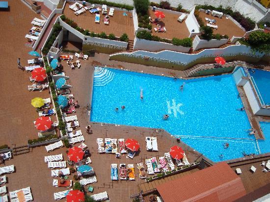 Falta de sombrillas en las piscinas picture of catalonia - Sombrillas para piscinas ...