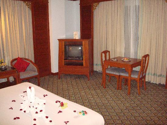 The Park Hotel: le coin repas et télé