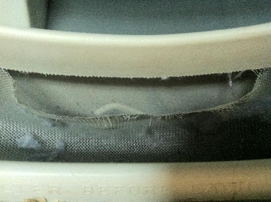 Comfort Inn & Suites: Dryer screen that snagged clothes