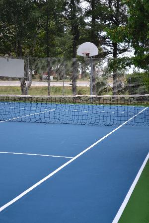 Suburban Motel : Tennis Court