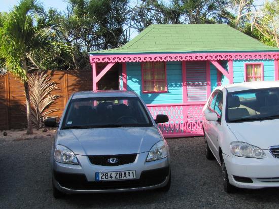 Villa Najro - Caraibes Evasion: stationnement à la villa narjo