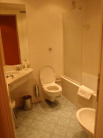 Grand Hotel Adriatico: bathroom
