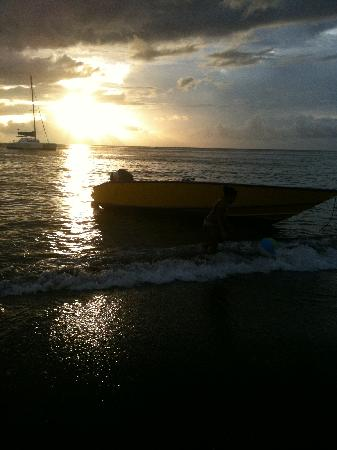 Villa Lodge Hotel: Sunset at a beach party