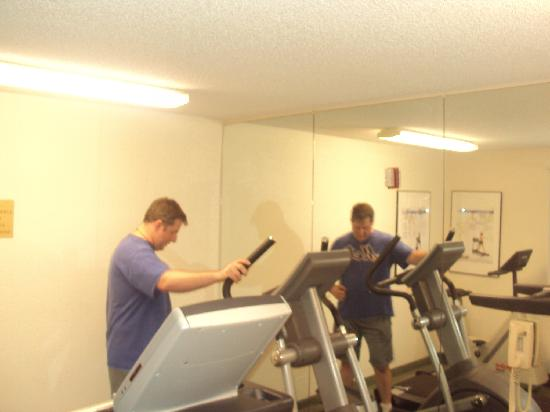 Extended Stay America - Kansas City - Country Club Plaza: fitness room