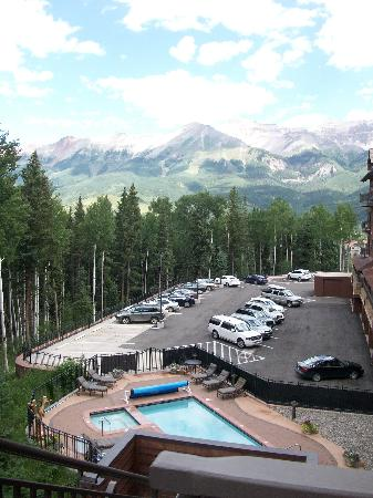 Bear Creek Lodge: lodge view with pool and 2 hot tubs