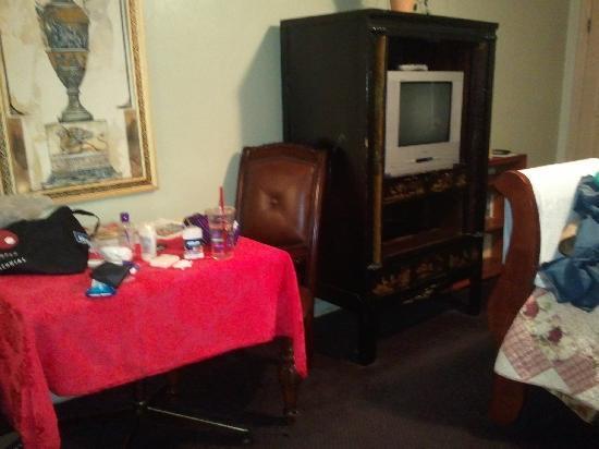 The B Inn: TV Area