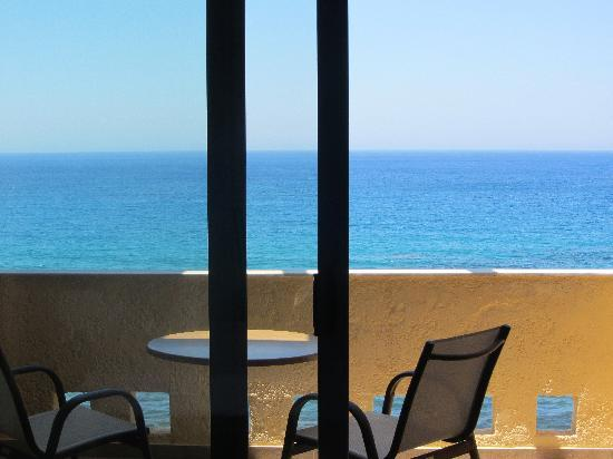 Horizon Beach Hotel: The balcony with sea view