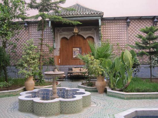 Riad Jaouhara: Fountain in the courtyard