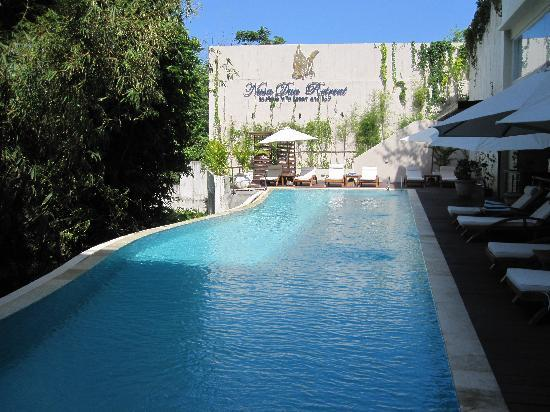 Nusa Dua Retreat and Spa : If your private pool in the Villa is not enough, this is the main pool