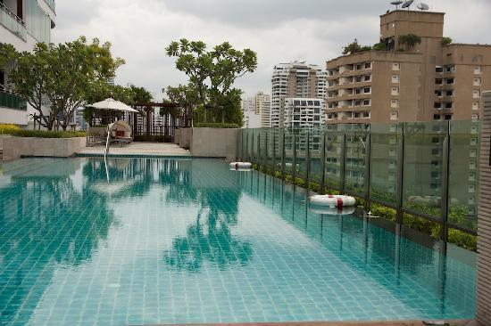 Pan Pacific Serviced Suites Bangkok: Pool