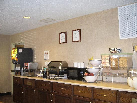 Comfort Suites at Tucson Mall: Part of the breakfast choices