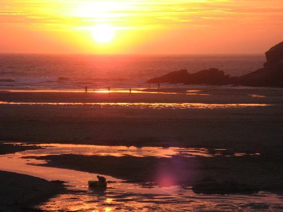 Quarter Deck Apartments : Porth Beach Sunset
