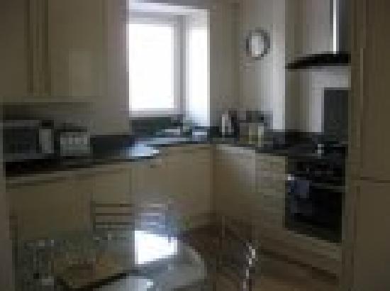 Quarter Deck Apartments : Kitchen Pennti Treth