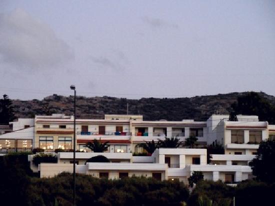 King Minos Palace Hotel: Das Hotel am Abend