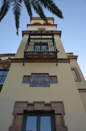 AC Hotel Ciudad de Sevilla: The hotel main entrance