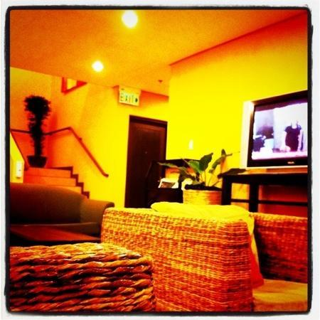 Microtel Inn by Wyndham Davao: The hotel lobby.