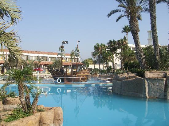 Olympic Lagoon Resort: childrens pool with pirate ship