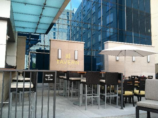 Fairfield Inn & Suites Indianapolis Downtown : Outside Bar Seating Area