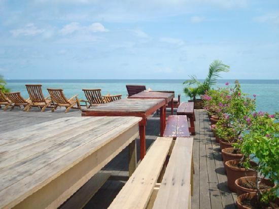 Uncle Chang's Sipadan Mabul Dive Lodge: Deck to savour paradise