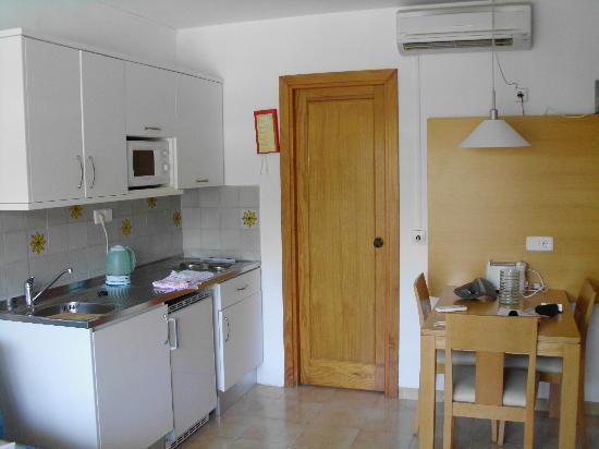 Mariner Club: kitchen area