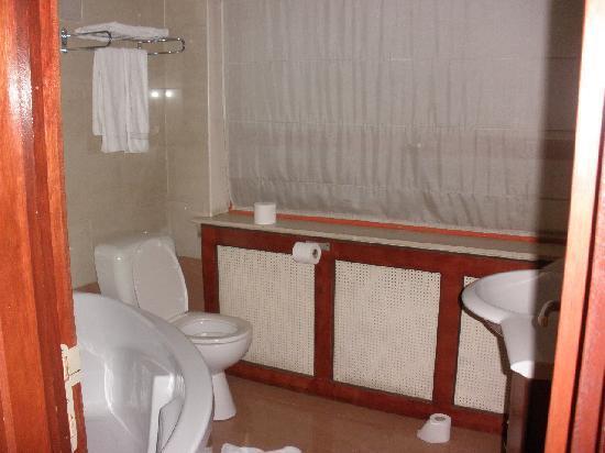 Hotel Villa Royale: la plus grande salle de bain qu'on a eu dans un hôtel, je crois