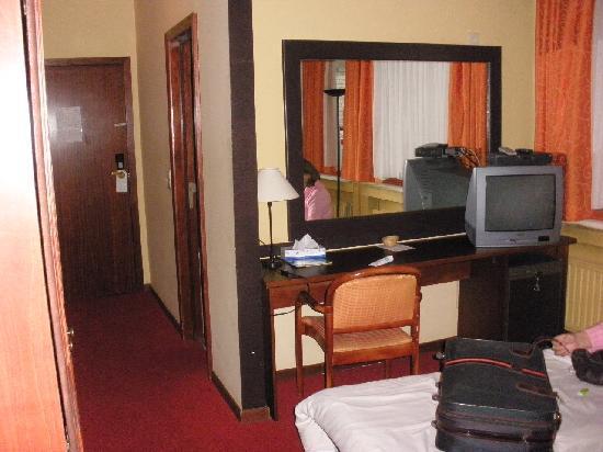 Hotel Villa Royale: minibar, tv avec chaines françaises et belges