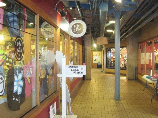 Fitger's Inn: Nice Indoor Shopping