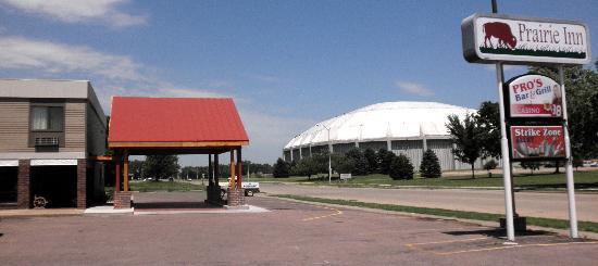 Prairie Inn: Across from the Dakota Dome