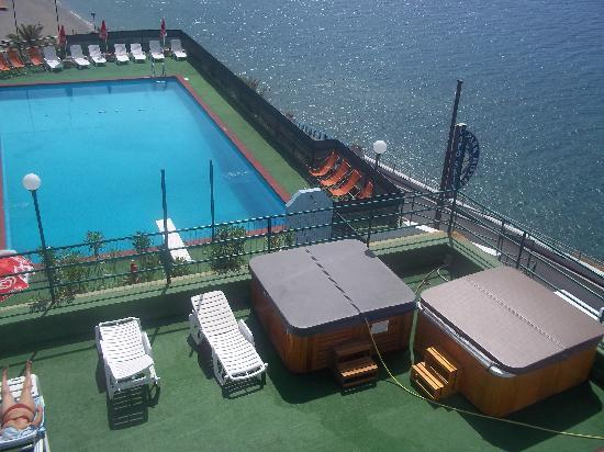 Gioiosa Marea, Italia: la piscina e le VASCHE a IDROMASSAGGIO