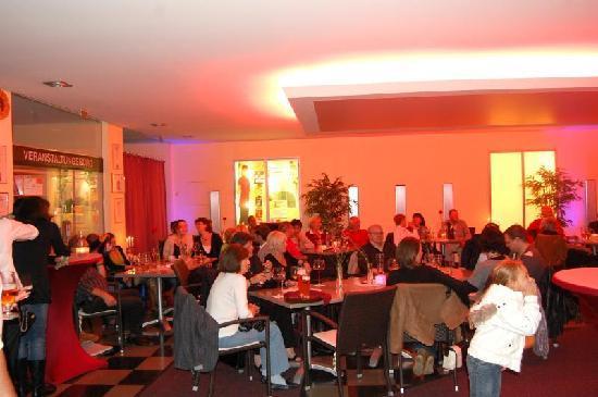 Restaurant St. Erhard im Kolpinghaus: Schlechtwetterbediengt ist das Konzert ins Foyer verlegt worden