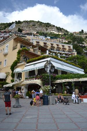 Hotel Buca di Bacco: View of the restaurant and hotel