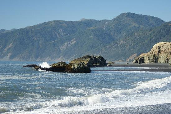 Inn of the Lost Coast: Shelter Cove coastline