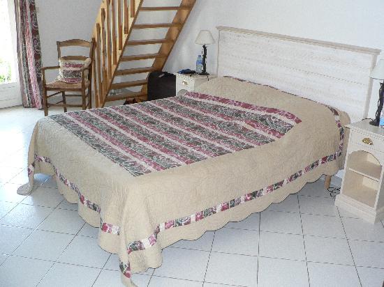 Le Mas de la Lause: Suite Mistral - King bed