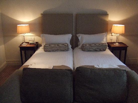 أولد بارسوناج هوتل: big bed