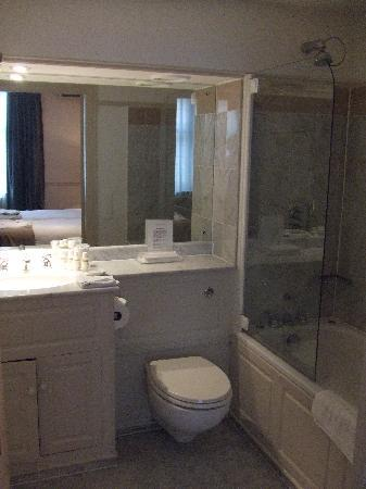 Old Parsonage Hotel: bathroom