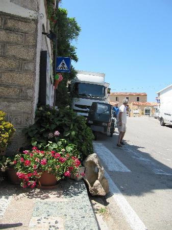 Zara Cafè: View of road from cafe