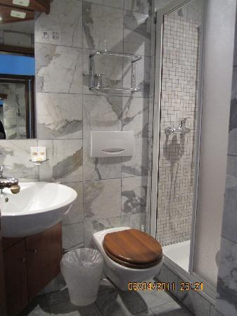 Hotel Montarina & Backpackers Hostel : Clena bathroom