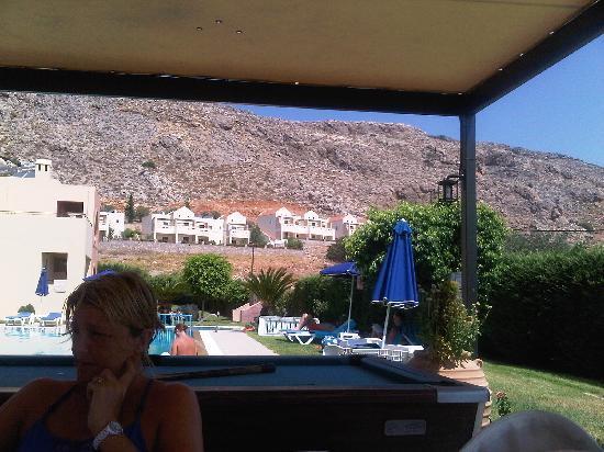 Eleni's Studios: Pool bar area
