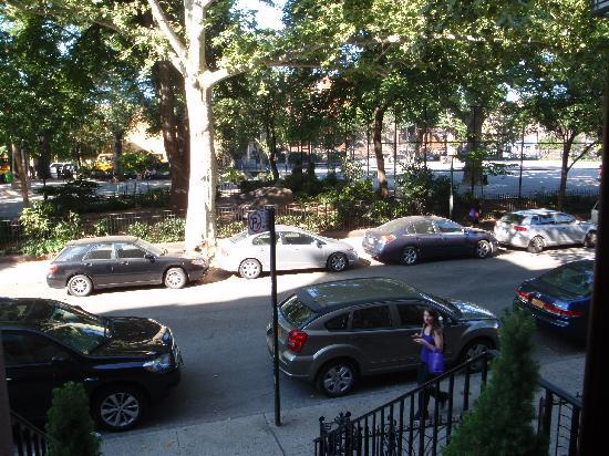 Carroll Gardens House: Carroll Gardens Park across the street