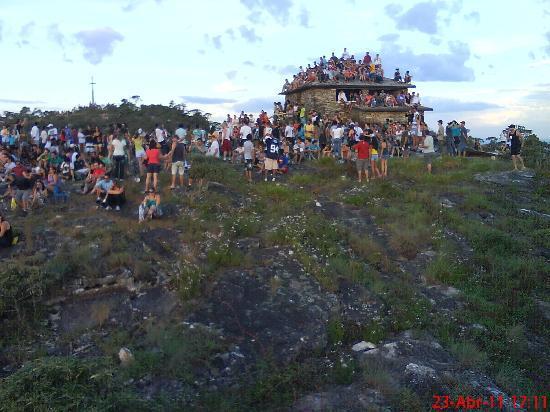 Sao Thome das Letras, MG: pessoas visitado a Piramide