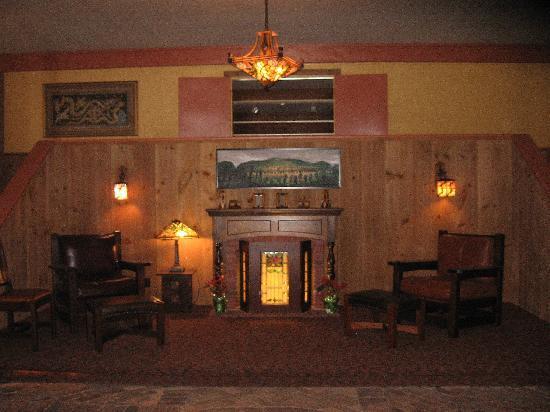 Scribner Hollow Lodge: the hallway