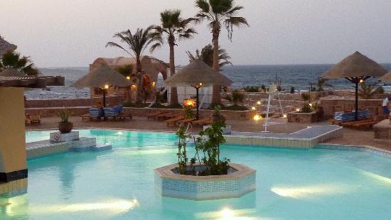 Movenpick Resort El Quseir: Pool am Abend