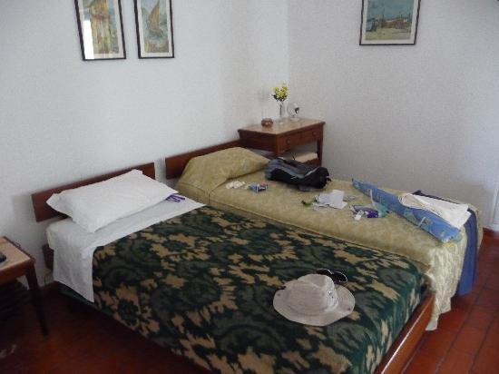 Sollagos Apartamentos Turisticos: chambre très spacieuse avec balcon