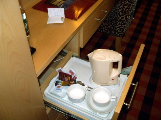 Academy Plaza Hotel: Tea/Coffee making