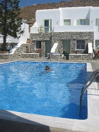 Bellissimo Resort: Nice, clean pool ; salted water