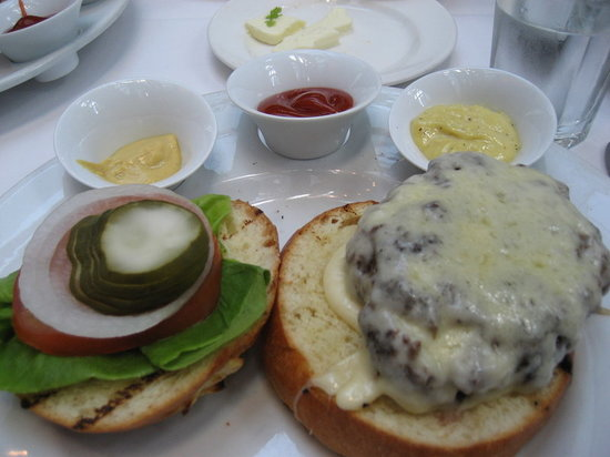 The Capital Grille: Signature cheeseburger