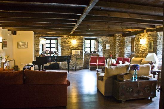Hotel Casona Cantiga del Agüeira: Salón del piano