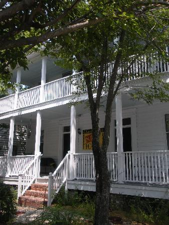 Charleston's NotSo Hostel: the entrance
