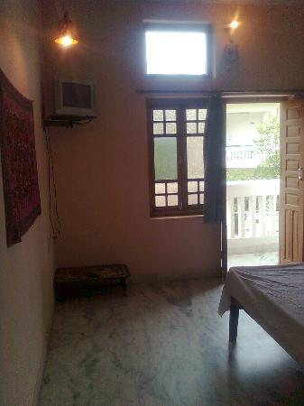 Aravali Hotel & Restaurant : Rooms with cable TV